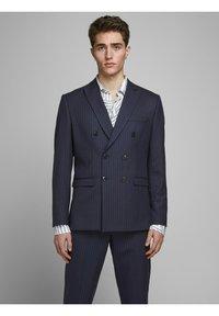 Jack & Jones PREMIUM - BLAZER ZWEIREIHIGER - Blazer jacket - dark navy - 0
