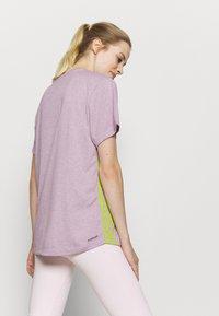 adidas Performance - 3 STRIPE TEE - Camiseta de deporte - berry - 2