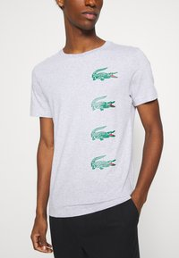 Lacoste - T-shirt print - argent chine - 4