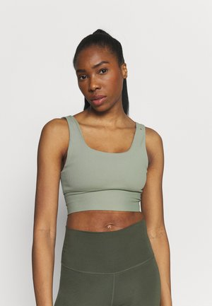 SCOOP NECK VESTLETTE - Linne - basil green rib
