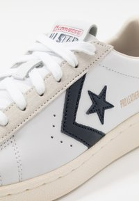 Converse - PRO LEATHER - Trainers - white/obsidian/egret - 5
