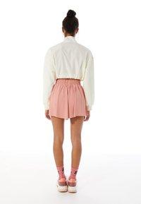 Stradivarius - FLIESSENDE - Shorts - pink - 2