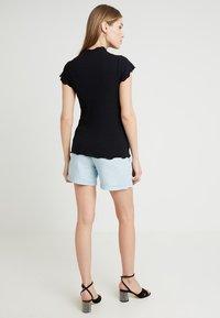 MAMALICIOUS - MLADORA - Shorts - light blue denim - 2