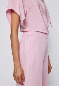 BOSS - SIAMO - Trousers - light purple - 3