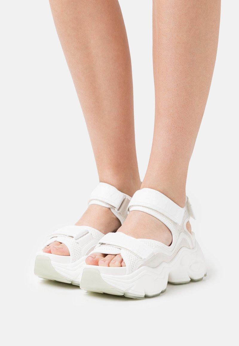 Buffalo - VEGAN BINARY  - Platform sandals - white