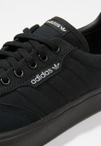 adidas Originals - 3MC - Trainers - cblack/cblack/gretwo - 5