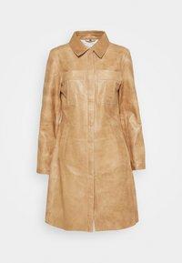 FREJA - Krátký kabát - driftwood