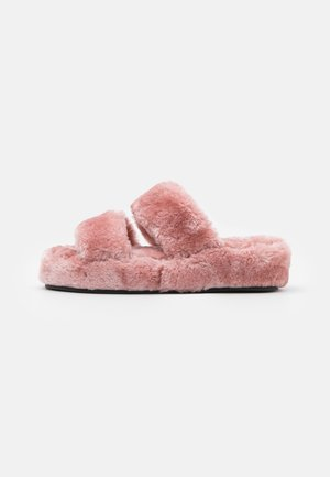 Slippers - light pink
