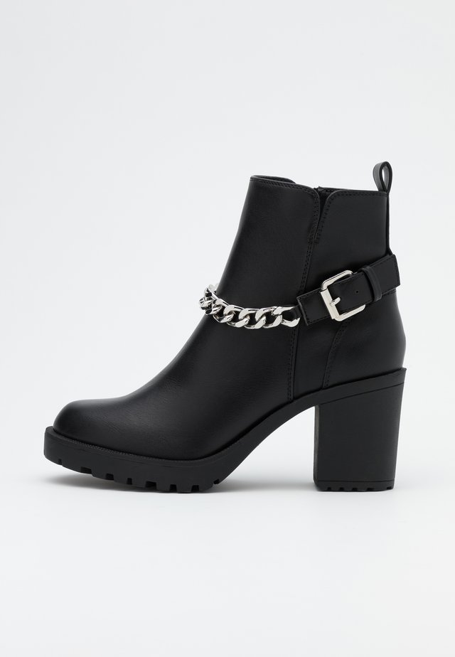 ONLBARBARA HEELED CHAIN - Ankle boots - black