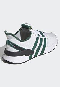 adidas Originals - U_PATH RUN UNISEX - Tenisky - crystal white/collegiate green/core black - 3