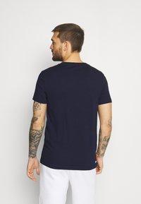 Lacoste Sport - LOGO - T-shirt print - navy blue/white - 2