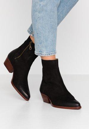 BERYL - Støvletter - black