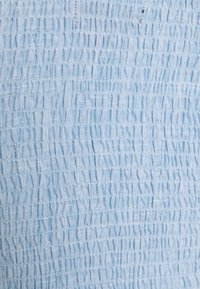Missguided Petite - SHIRRED BARDOT CHAMBRAY - Blouse - blue - 2