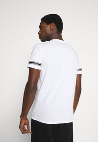 Guess - TEE - T-shirt con stampa - white - 2