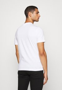 Calvin Klein - SHADOW LOGO - Camiseta estampada - white - 2