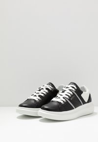 Guess - SALERNO - Trainers - black - 2