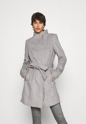 VMTWODOPE BELT JACKET - Klasický kabát - light grey melange