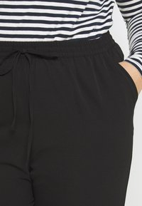 ONLY Carmakoma - CARLUXINA LOOSE PANT SOLID - Bukse - black - 3
