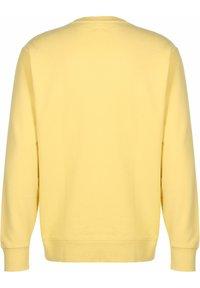 Levi's® - NEW ORIGINAL CREW UNISEX - Sweatshirt - dusky citron - 1