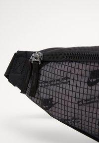 Nike Sportswear - HERITAGE HIP PACK  - Ledvinka - black - 3