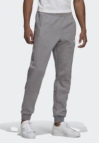 adidas Originals - BX-20 SWEAT JOGGERS - Pantalones deportivos - grey - 0