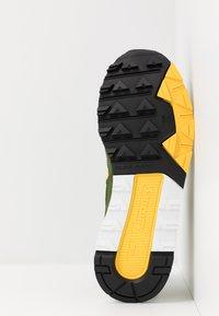 Saucony - AZURA - Sneaker low - green/yellow - 4