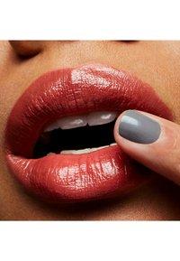 MAC - LUSTRE LIPSTICK - Lipstick - goof form - 3