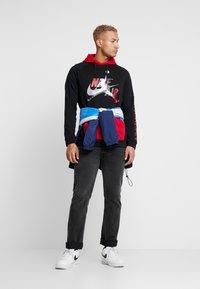 Jordan - JUMPMAN - Bluza z kapturem - black/black/gym red - 1
