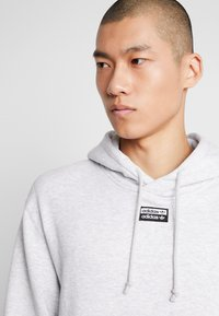 adidas Originals - HOODY - Bluza z kapturem - light grey heather - 3