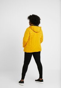 New Look Curves - MAISIE FITTED PUFFER - Vinterjakker - mustard - 3