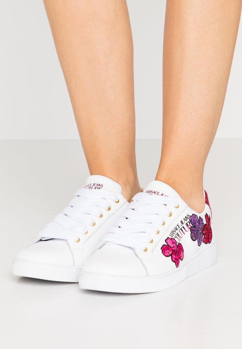 Versace Jeans Couture - CAP SOLE - Trainers - bianco ottico