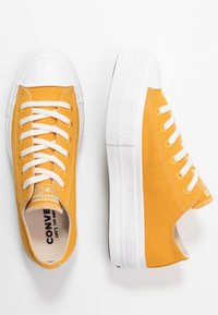 Converse - CHUCK TAYLOR ALL STAR LIFT RENEW  - Sneakersy niskie - sunflower gold/white - 5