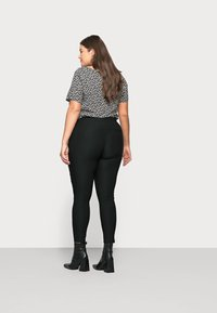 Noisy May Curve - NMSOLINE SOLID PANTS - Kalhoty - black - 2
