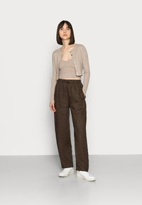 ARKET - CASUAL TROUSERS - Trousers - brown - 1