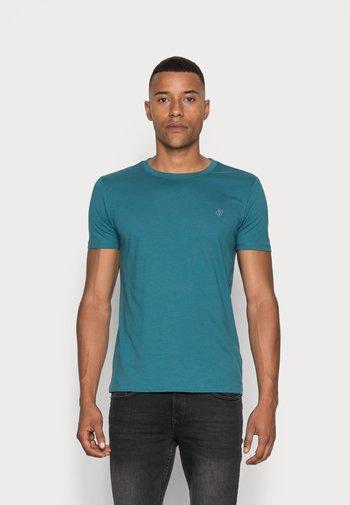Basic T-shirt - dragon fly