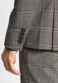 Isaac Dewhirst - CHECK SUIT - Costume - light brown - 10