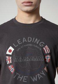 Napapijri - SALYA - Print T-shirt - dark grey solid - 3