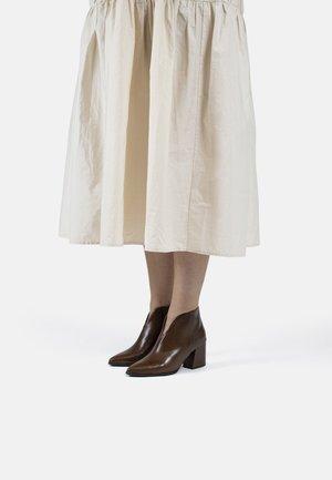 VETA - Korte laarzen - brown