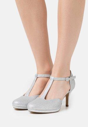 Czółenka na platformie - silver glam
