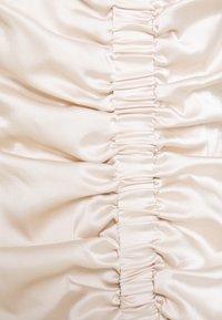 Missguided - RUCHED FRONT STRAPPY - Koktejlové šaty/ šaty na párty - cream - 2