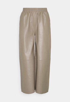 ROY TROUSERS - Kožené kalhoty - grey