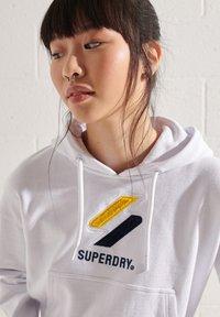 Superdry - Bluza z kapturem - optic - 2