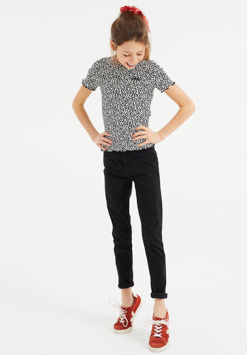 WE Fashion - MET PANTERDESSIN - T-shirt z nadrukiem - black