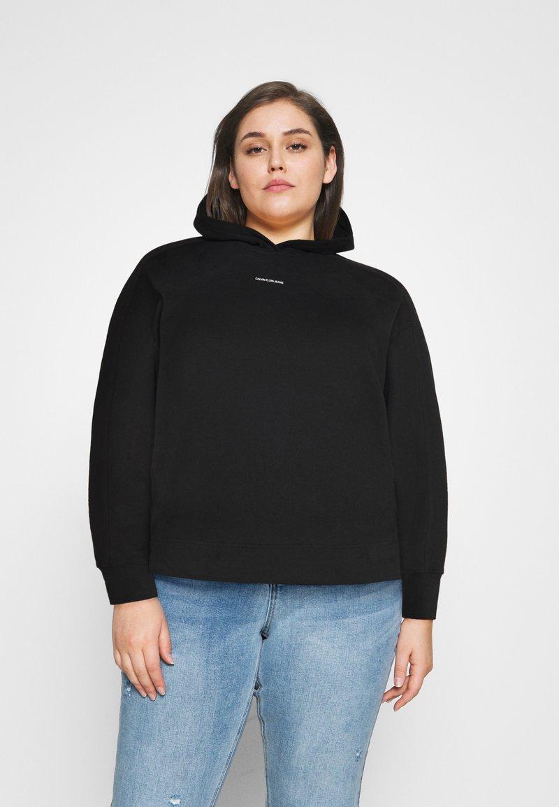 Calvin Klein Jeans Plus - PLUS MICRO BRANDING HOODIE - Hoodie - black