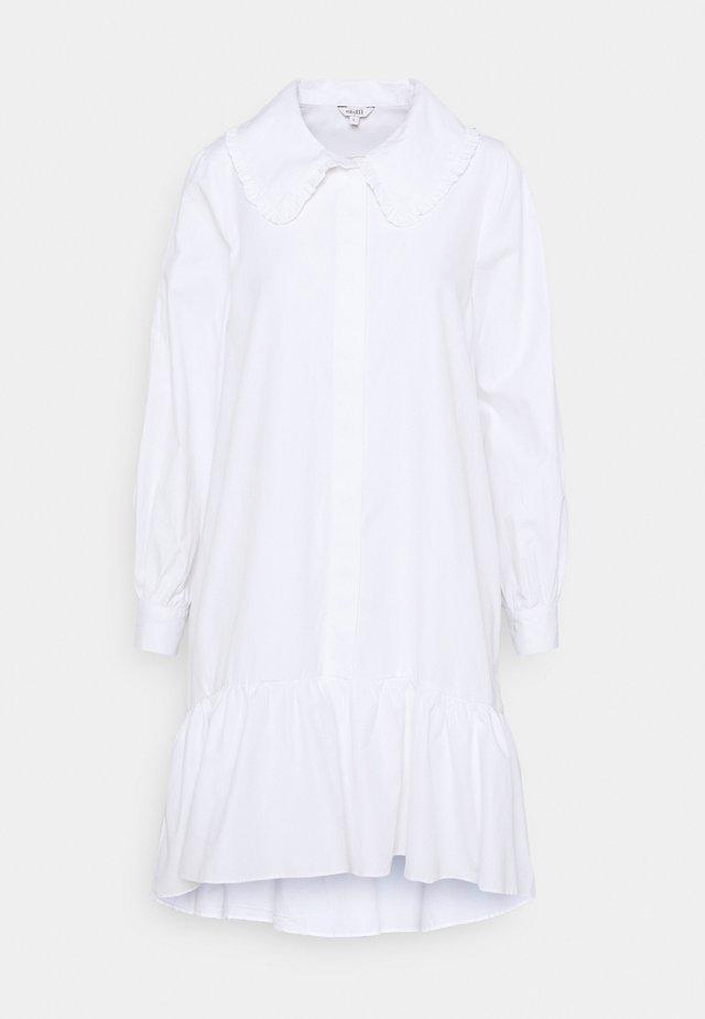 MILIONA - Sukienka koszulowa - white