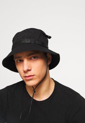 LOGO BUCKET HAT - Klobouk - black/black