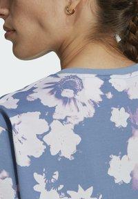 adidas Originals - ORIGINALS GRAPHICS DRESS RELAXED - Vestido ligero - multicolour - 5