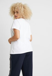 Levi's® Plus - PERFECT CREW - Print T-shirt - white - 2