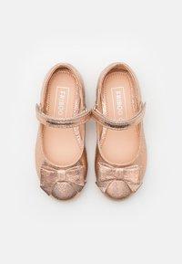 Friboo - Ballerine con cinturino - rose gold - 3