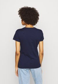 GAP - OUTLINE TEE - T-shirt z nadrukiem - navy uniform - 2